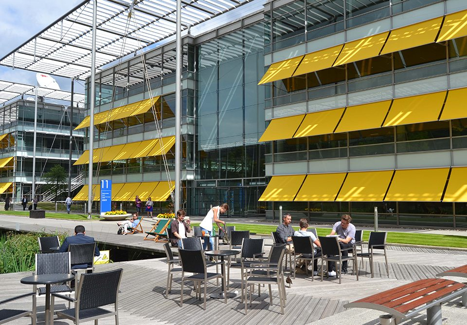 weinor awnings at Chiswick park